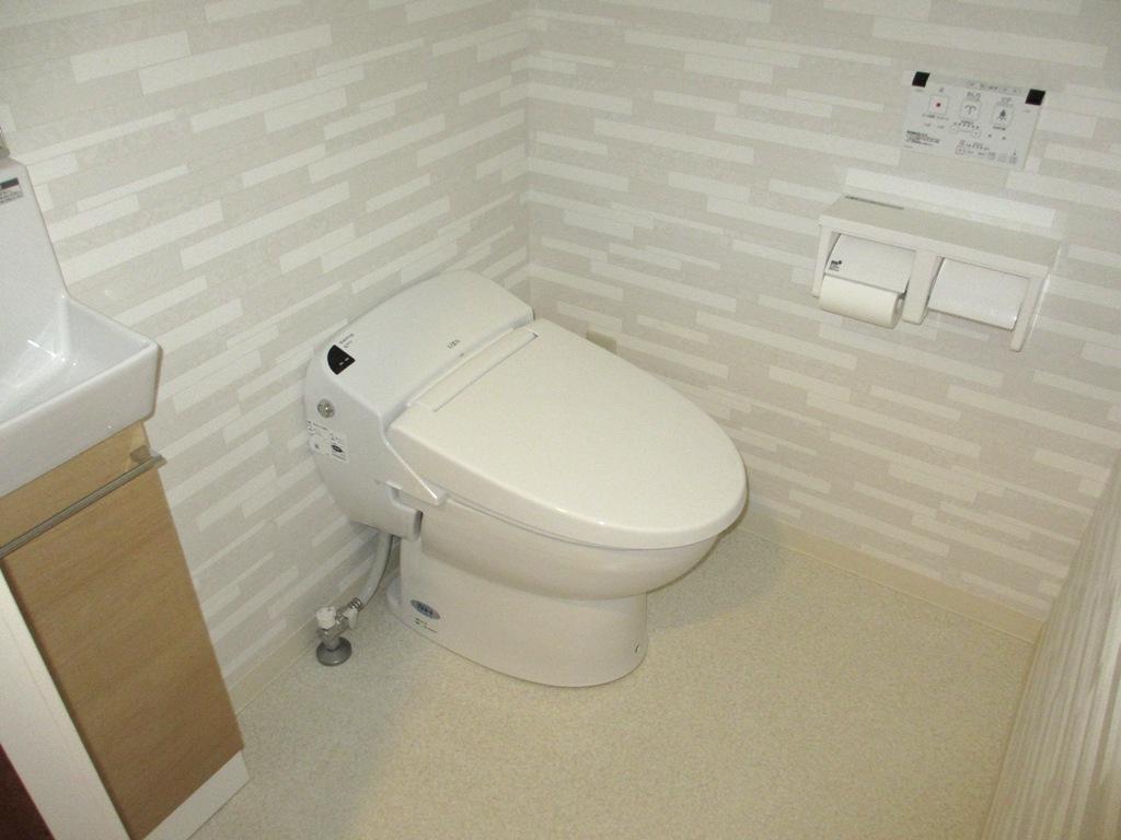 トイレ前の行列を解消!トイレを2室に分けました!!