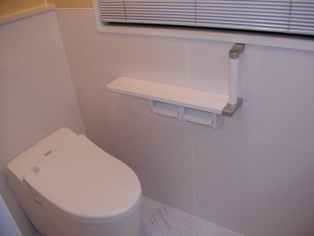 ホワイトで統一 さわやかなトイレに大変身!