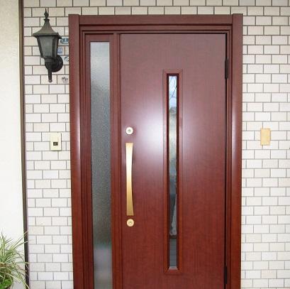 玄関ドア交換で高級感のある雰囲気に変身!