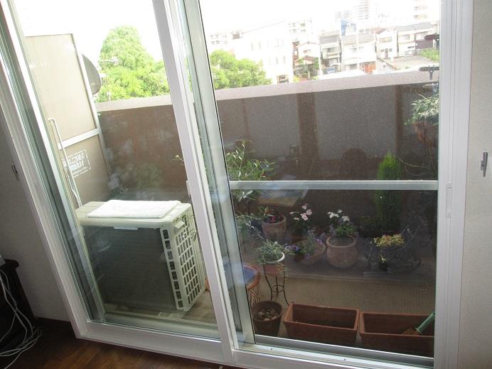 マンションの窓に内窓設置で夏の暑さをシャットダウン!
