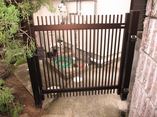 門扉交換と木製フェンス塗装で別荘の雰囲気を一新♪