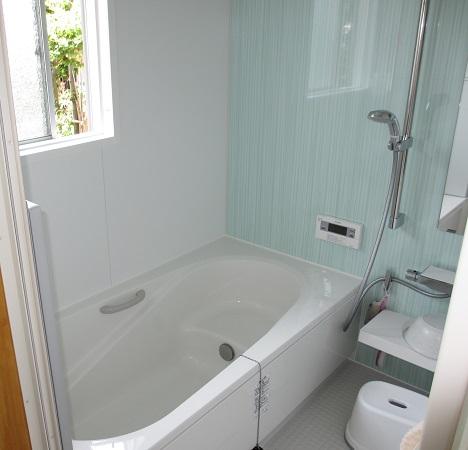 タイルの浴室からユニットバスへ エコキュートも設置で省エネに♪