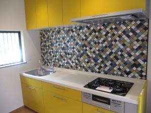色鮮やかなキッチン、ひと工夫ある内装、屋根塗装のリフォーム!!