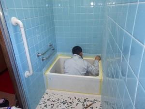 水漏れをしない様浴槽との隙間にシール工事