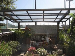 置物・植物への雨・直射日光・霜対策にサイクルポートを設置。