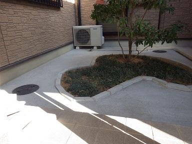 草引きの手間から解放!坪庭と通路の土間コンクリート打ち。