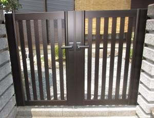 門扉交換とフェンス設置で見た目と防犯性をアップしました。