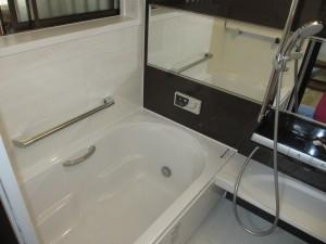 断熱性の高いユニットバスと抜群の収納力の洗面化粧台になりました♪