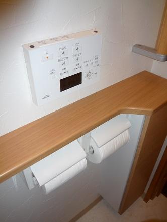 カウンターと紙巻器、収納BOX一体型