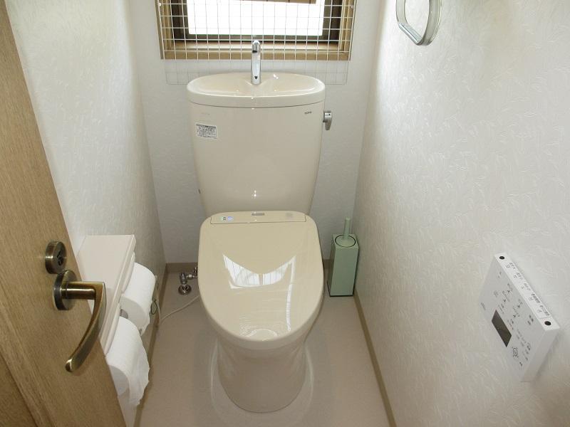 お掃除も楽々、超節水で経済的なトイレに!