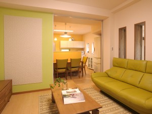 愛着のある築40年の家に、暮らしやすさと機能性を備えたあたたかな家族の住まい