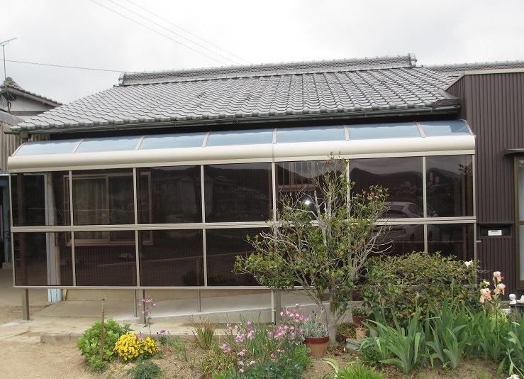 雨の日でも安心、車庫から玄関までのテラス工事