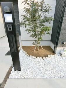花壇(ごろた石)