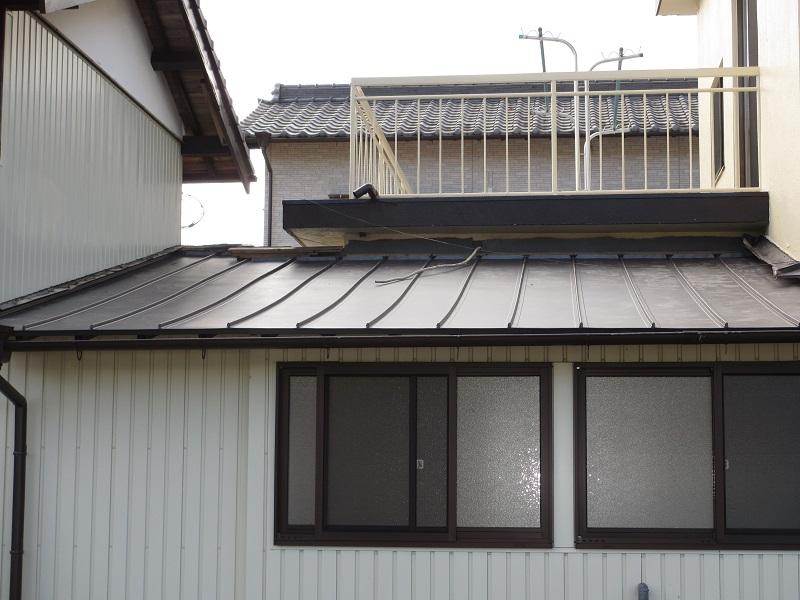 軽量で耐久性に優れた金属屋根への葺き替え工事