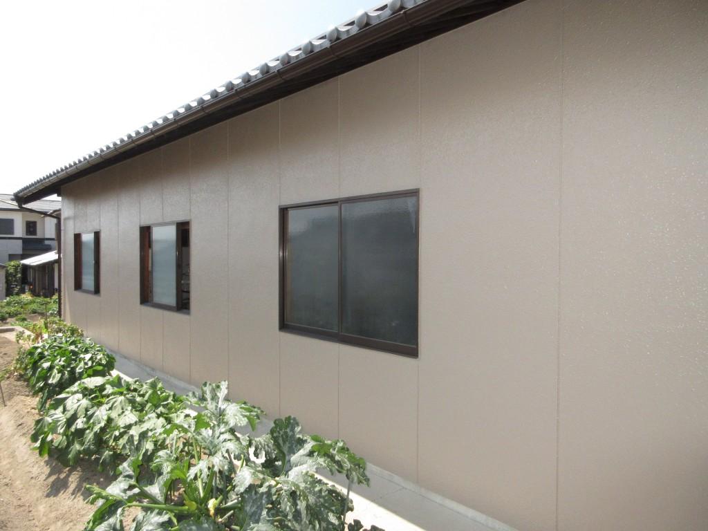 シリコン塗料で母屋と納屋の外壁を塗装しました!