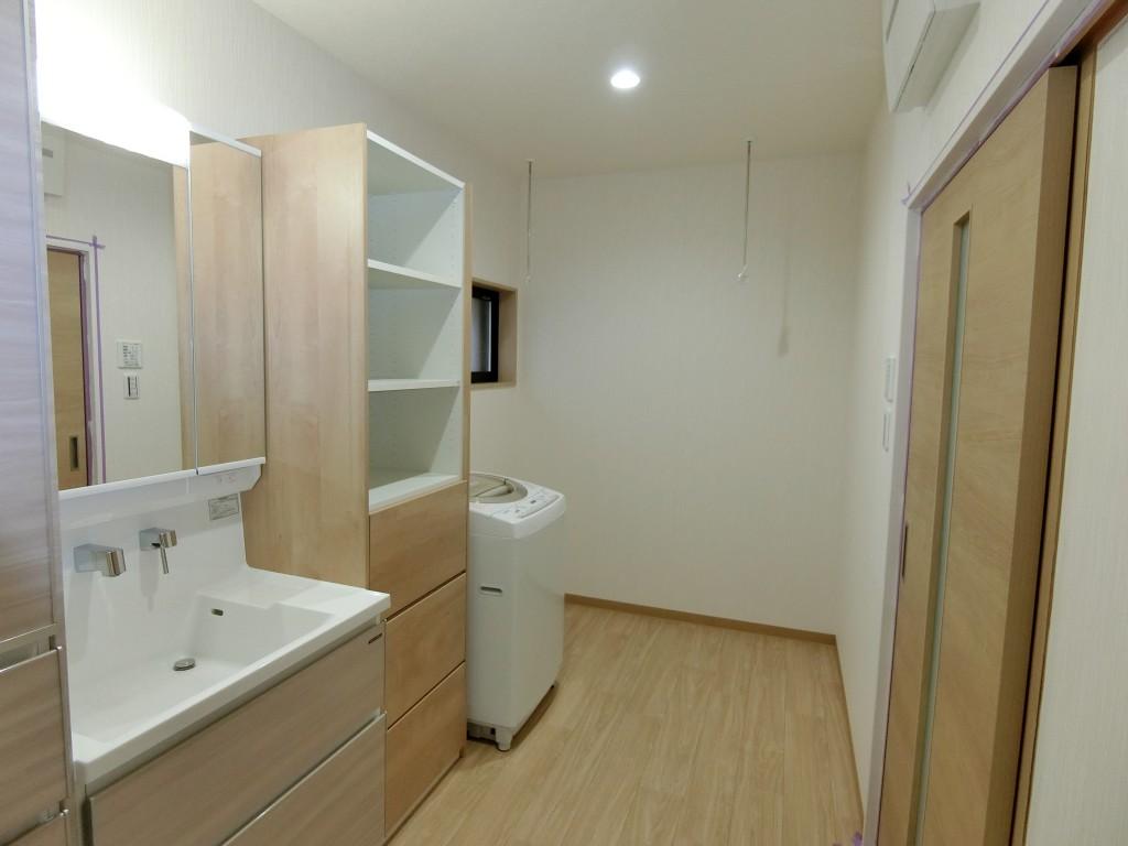 暖かい浴室と収納充実のサニタリールーム